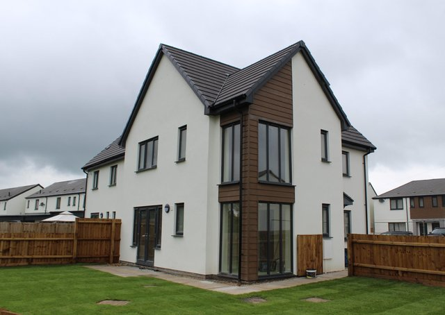 TNKDC's upgraded housing in Newfield Road, in Sleaford. EMN-200928-113048001