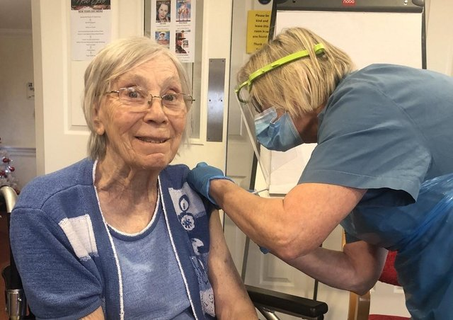 Doreen Teale receives her vaccination.