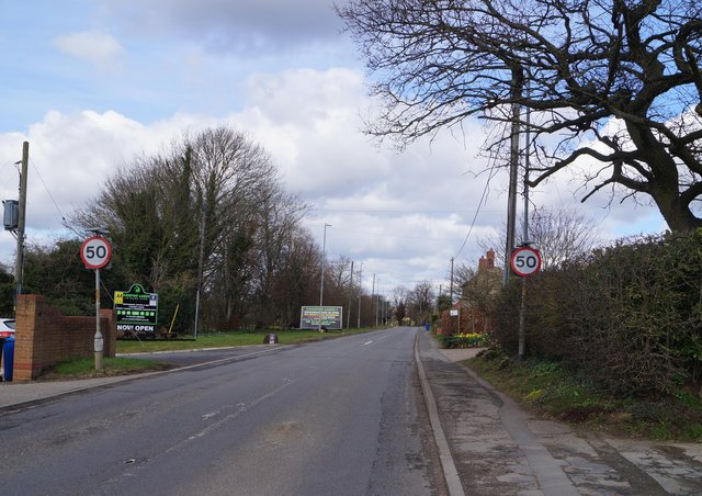 A pedestrian crossing will be installed at Brigg Road near the Caistor Lakes site EMN-210315-145117001