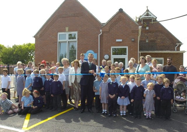 Mark Simmons MP officially opening the new extension at New Leake Primary School in 2011.