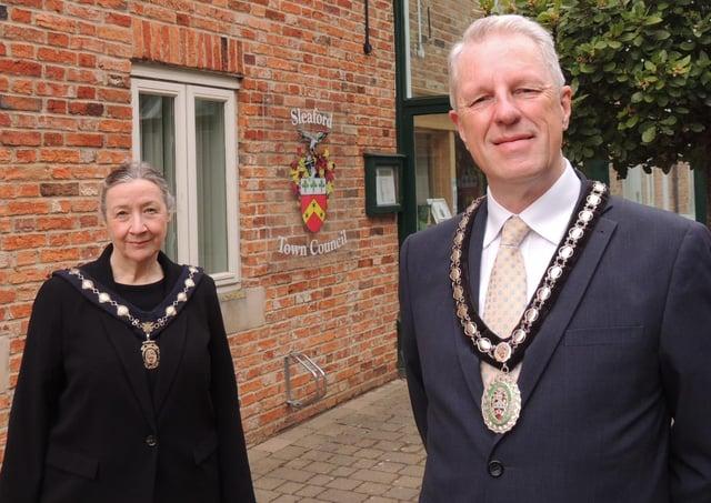 New Mayor of Sleaford, Coun Robert Oates and Deputy Mayor, Coun Linda Edwards-Shea. EMN-210517-150355001