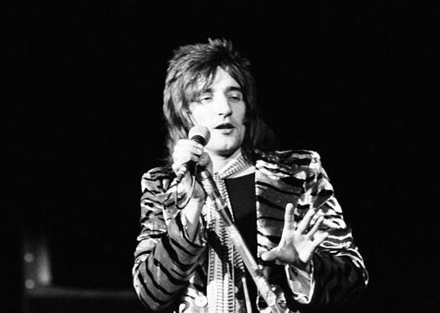 Sir Roderick David Stewart CBE (born 10 January 1945) is a British rock and pop singer, songwriter, and record producer. EMN-210513-120214001