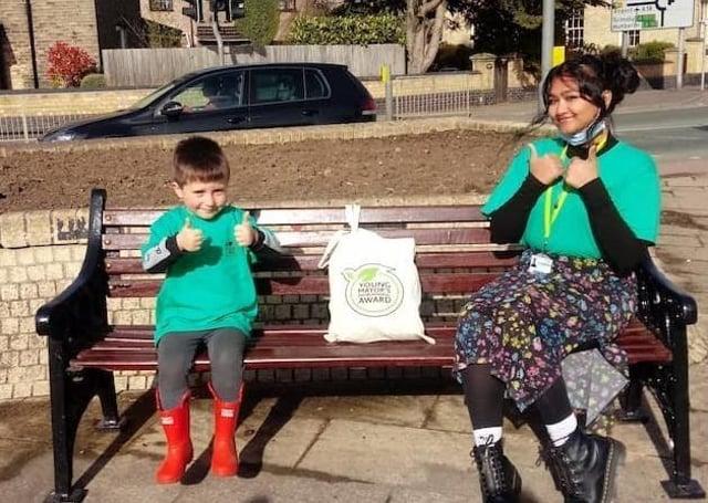 Young Mayor Zaynah Jamal presented Jack Johnson with his environment award goody bag. EMN-210521-113819001