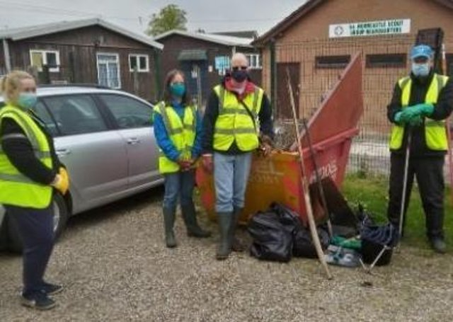 Volunteers at Horncastle RiverCare Group. EMN-210528-120534001