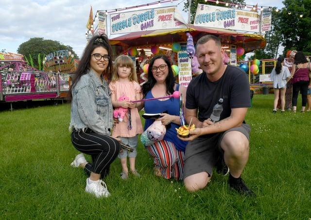 Fun Fair on Sleaford Rec. L-R Chloe Hipworth, Isla-Rae Constantine 4, Yasmin Constantine and Darrell Constantine of Sleaford EMN-211006-082252001