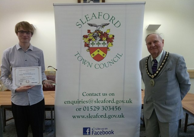 Sleafordian of the Year 2020, Lee  Taylor, battled to keep a post office in the town centre, with Mayor Tony Brand. EMN-210625-160540001