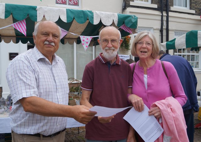 Coun Neil Taylor spoke to people about the plan for the market place EMN-210507-133232001